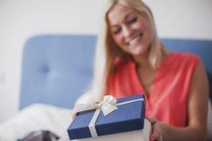 Come sorprendere lei: 3 regali veramente curiosi